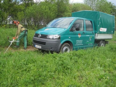 Einsatzfahrzeug des Landschaftspflegetrupps